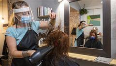 Kadeřnictví a kosmetika od pondělí obnoví provoz. Přístupné budou s nejdéle tři dny starým testem