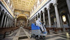 Itálie otevřela kostely, restaurace i kadeřnictví. Přírůstek obětí výrazně klesl, na místě je ale opatrnost