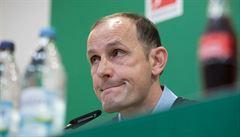 Trenér fotbalistů Augsburgu přijde o debut na lavičce. Kvůli zubní pastě musí do karantény