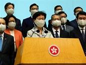 """Správkyně Hongkongu obvinila cizí vlády z """"dvojího metru."""" Čínský parlament schválil kontroverzní zákon"""