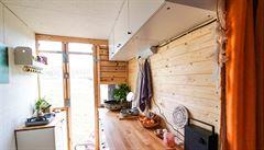 NOMÁDI: Postavili si dům v náklaďáku. Kvůli cenám bytů takových lidí bude přibývat, myslí si Present sense