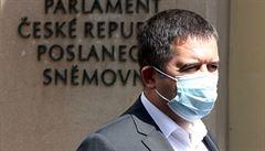 Hamáček hájil ve sněmovně nákup pomůcek z Číny. Podnikání nezastavil virus, ale stát, řekl Fiala
