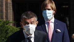 Zvážím preventivní opatření proti koronaviru, řekl Vojtěch po jednání s Babišem. Povinné roušky nevyloučil