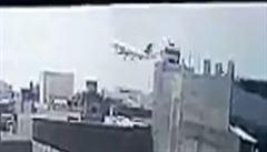 VIDEO: Kamera zachytila pád pákistánského letadla do hustě obydlené zástavby