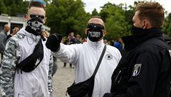 Demonstranti v Berlíně se bouřili proti protinákazovým omezením. Policie jich 60 zadržela