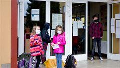 Školy dostanou manuály k ochraně proti koronaviru. Mají často větrat