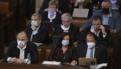 Vláda má vypracovat krizový plán proti další vlně pandemie na apelaci sněmovny. Zadala jí to opozice