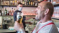 ,Jsme v pasti, nezvládáme to.' Zoufalí restauratéři z centra Prahy mění menu i výrazně zlevňují