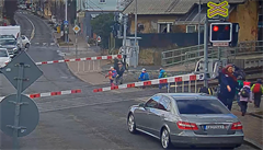 Školka na železničním přejezdu: pokud ženám pokynul strojvůdce, byla chyba na obou stranách
