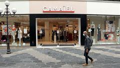 Známý oděvní řetězec Camaieu má kvůli restrikcím finanční problémy. Francie pro něj hledá kupce
