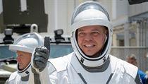 Posádku tvoří astronauti Robert Behnken a Douglas Hurley.