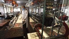 Luxusní restaurace zlevnily v Praze až na třetinu. Českým hostům se přizpůsobují i pětihvězdičkové hotely