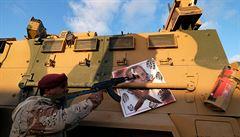V Libyi hrozí 'syrský scénář'. Západní státy jen přihlížejí ztrátě vlivu, který si rozebírají Rusko a Turecko