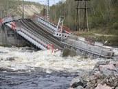 V Rusku se na klíčové trase do Murmansku zřítil železniční most. Oprava může trvat měsíce