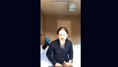 VIDEO: Irský europoslanec se zapojil do videokonference s eurokomisařem bez kalhot na rozestlané posteli