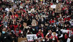 Tisíce lidí v Londýně vyjadřovaly solidaritu s protesty v USA, Johnson jejich chování 'naprosto chápe'