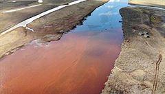 Úklid po obřím úniku ropy nemá obdoby, řekl Putin. Katastrofa je srovnávána s havárií tankeru Exxon Valdez