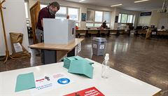 První kolo hlasování o Kuberově nástupci skončilo, začalo sčítání. Zájem byl malý