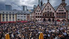 VIDEO: Párty ve Frankfurtu přešla v nepokoje. Centrum města přes víkend zůstane raději zavřené