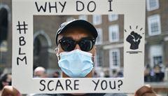 Roušky podle vědců mohou dostat pandemii pod kontrolu. Ztratit se tím dá jen málo