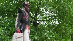 Rasový hněv si demonstranti vybíjejí i na sochách. Pomníky osobností z doby kolonialismu jsou nežádoucí