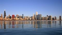 Nejkrvavější den ve statistikách kriminality Chicaga. Policie dohlížela na demonstrace, mezitím se vraždilo