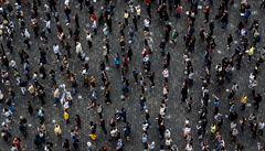 Protivládní demonstrace: kritika vlády, Babiše i opozice, 1500 lidí stálo v centru Prahy na značkách a s rouškami