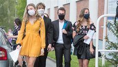 Tisíce studentů podepsaly petici, v níž žádají maturitu bez zkoušek. Měl by ji Plaga povolit?
