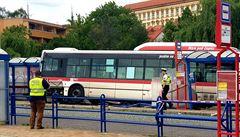 Tragédie na autobusovém nádraží ve Slaném. Autobus najel do zastávky, nehodu nepřežilo dítě