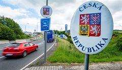Pravidla pro cesty po EU se nemění, omezení platí pro Rumunsko. Před dalšími regiony ministerstvo varuje