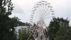 V Praze u Vltavy vyrostlo třicetipětimetrové ruské kolo. Nemáme z něj radost, říká čtvrtá městská část