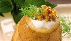 Zemité drobnosti. Marinované hořčičné semínko a marinovaná cibule podle Jana Punčocháře