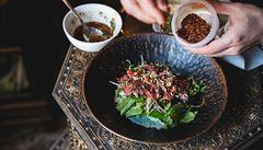 Thajský salát s hovězím masem a mangem. Jak na něj?