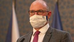 Ministr školství Plaga si při pádu z kola zlomil klíční kost, podstoupil operaci