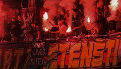 Sparťanští fanoušci se předvedli: vyhrožovali Kopicovi i jeho rodině, uráželi Beaugela. Teď klub musí platit