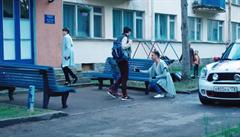 'Katastrofická' budoucnost v Rusku? Video, na kterém homosexuální pár adoptuje dítě, má pomoci prosadit změny v ústavě