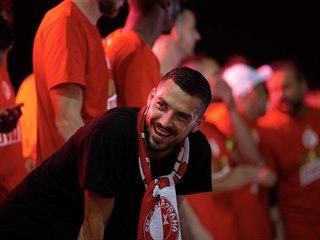 Vysmátý Nicolae Stanciu se dočkal ligového titulu až se Slavií.