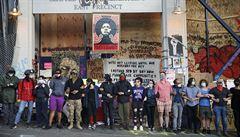 Tisíce lidí se sešly na protestu v Seattlu a v Portlandu, v Austinu se střílelo