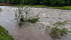 'Normální vodák to neudělá.' Sjíždět rozvodněné řeky patří do série sběratelských zážitků, míní psycholog