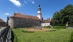 Potomci Bartoňů prodávají zámek v Novém Městě nad Metují. Stát by ho měl koupit, prohlásil Babiš