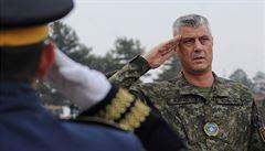 Prokurátor haagského tribunálu obvinil z válečných zločinů prezidenta Kosova. Thaçi v reakci nechal obrátit letoun