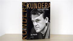RECENZE: Kundera aneb Bylo nebylo. Lačnění po senzacích rámuje spisovatele jako mnohonásobného devianta