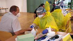 Počet nových případů koronaviru klesl v Česku pod stovku. Další lidé se nakazili na dovolené v Chorvatsku či Řecku