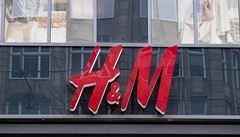Švédská oděvní značka H&M čelí potížím na čínském trhu. Důvodem je kritika porušování práv menšinových Ujgurů