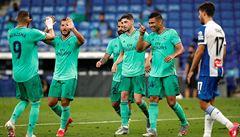 Real využil zaváhání Barcelony a po výhře nad Espaňolem se dostal do čela španělské ligy