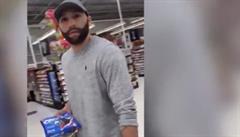 VIDEO: 'Cítíte vůbec nějakou lítost?' Žena konfrontovala muže, který zatýkal Floyda