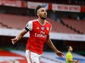 Aubameyang řídil výhru Arsenalu nad Norwichem, Leicester podlehl Evertonu a může přijít o třetí místo
