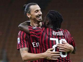 Zlatan Ibrahimovic a Franck Kessie oslavují branku,