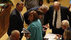 Mimořádná sněmovní schůze skončila sporem o počet přítomných poslanců. Opozice neprosadila žádný návrh