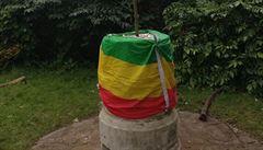 V Londýně strhli sochu bývalého etiopského císaře Selassieho, čin zřejmě souvisí s nepokoji po vraždě zpěváka